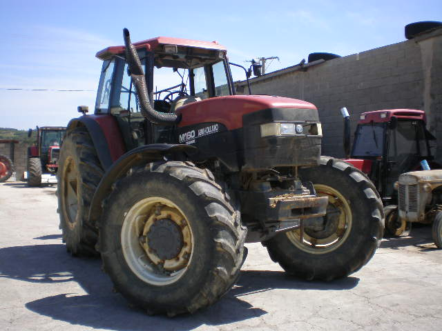 TRACTEUR NEW HOLLAND M160-4