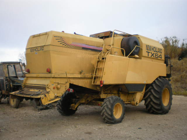 MOISSONNEUSE BATTEUSE NEW HOLLAND TX 64