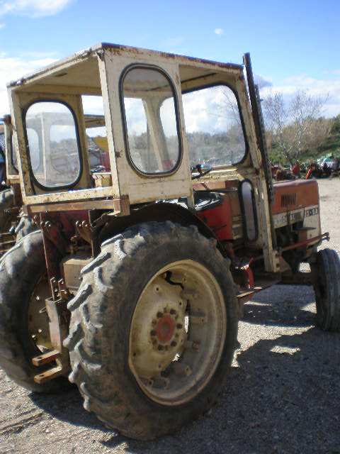 TRACTEUR INTERNATIONAL V533SA