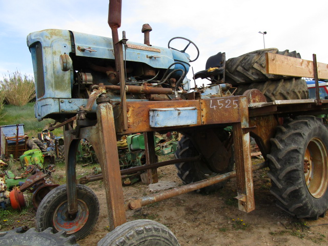 TRACTEUR ENJAMBEUR FORD SUPER MAJOR
