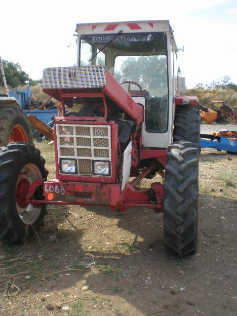 TRACTEUR INTERNATIONAL 845A