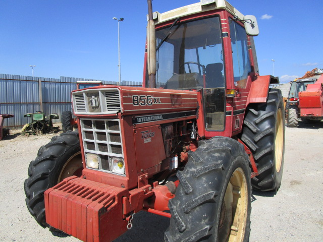 TRACTEUR INTERNATIONAL 856XL